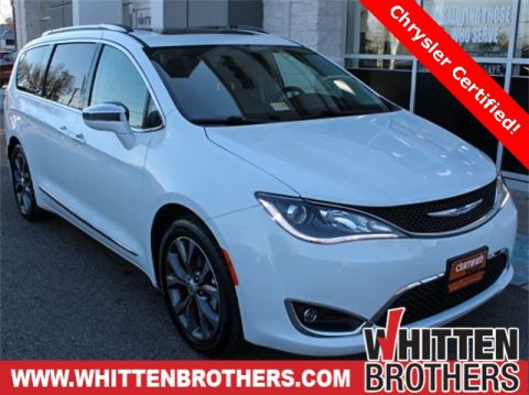 Pre-Owned 2017 Chrysler Pacifica Limited With Navigation